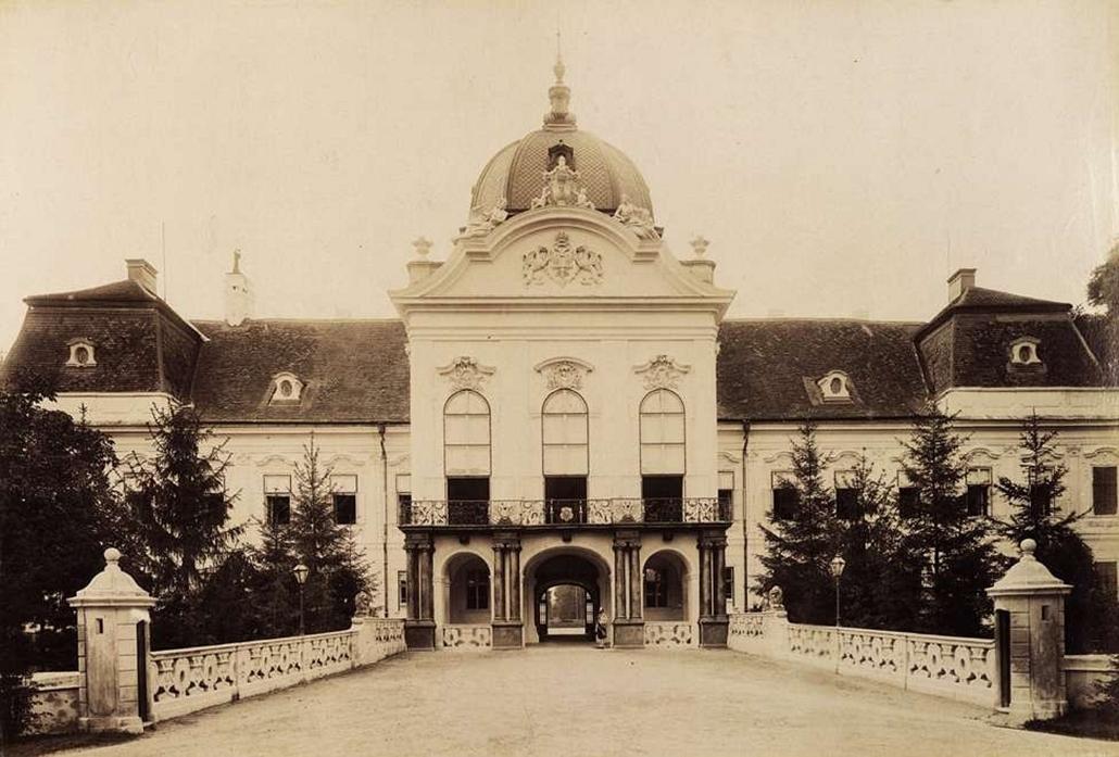 fortep_! - Klösz György kastély nagyítás - A gödöllői Királyi Kastély főhomlokzata. A felvétel 1895-1899 között készült.