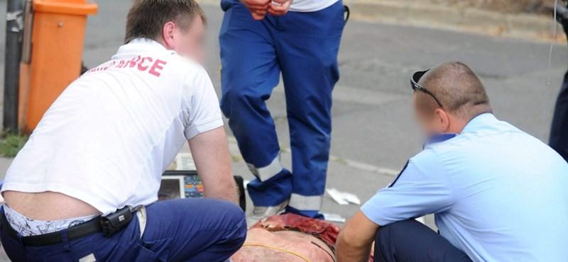 Meghalt a Pesterzsébeten nyakon szúrt férfi - felkavaró fotó