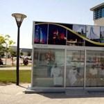 Az igazi luxus: légkondicionált buszmegálló