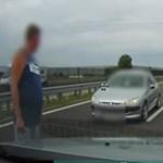 Sikerült meggyőzni egy autóst az M4-esen, hogy szemben hajt a forgalommal