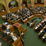 Esélytelennek látszik a hétfőre összehívott rendkívüli parlamenti ülés