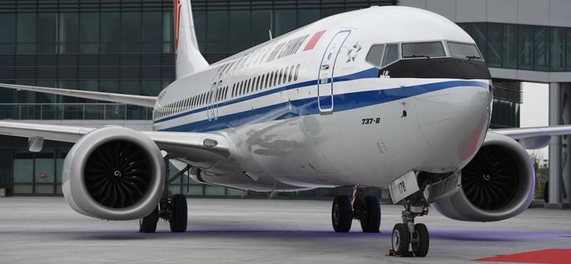 Földön a 737 MAX-ok, bajban a Boeing
