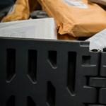 Leveleket égetett el, csomagokat bontott fel egy diákpostás Zalában