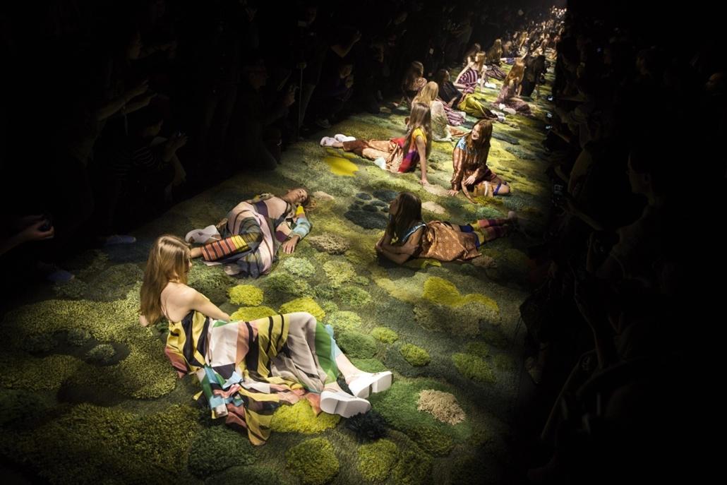 epa.14.09.24. - Párizs, Franciaország: Dries Van Noten belga tervező 2015-ös tavaszi-nyári kollekciójának bemutatója a Párizsi Divathéten