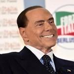 Félmeztelen aktivista akadályozta Berlusconit a szavazásban