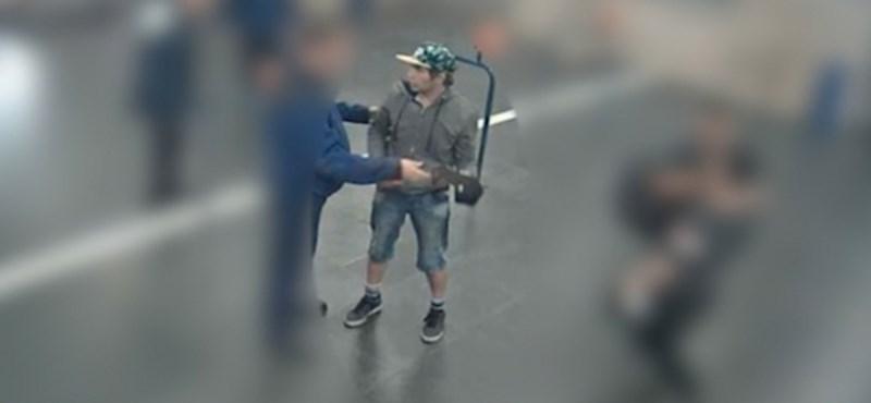 Jegyellenőrökre és utasokra támadtak a Deák téren, egy embert még keresnek