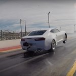 Dobhártyaszaggató, ahogy elrajtol a gyári Camaro versenygép – videó