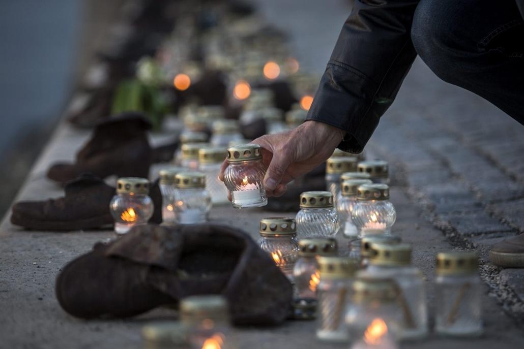 mti. hét képei - Budapest 2014.04.16. Holokauszt-emléknap - Megemlékezés a Cipők a Duna-parton emlékműnél