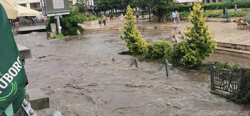 Akkora eső volt Miskolcon, hogy kiöntött a Szinva patak