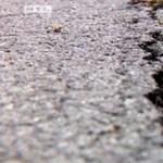 Szanaszét repedt a milliárdos bicikliút