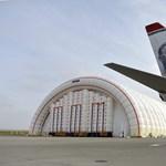 Fotók: felfújható hangárt adtak át a Liszt Ferenc Nemzetközi Repülőtéren