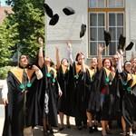 Tömegével vándorolhatnak külföldre a tehetséges középiskolások