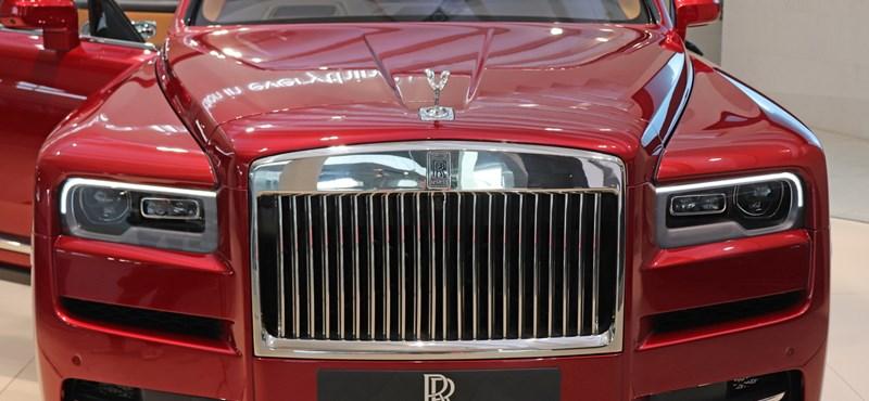 Exkluzív: beültünk a bőven 100 millió forint feletti első Rolls-Royce divatterepjáróba