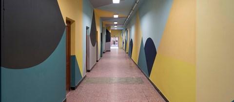 Elkészült a két nyertes iskola: vidám, színes falak között tanulhatnak a diákok szeptembertől