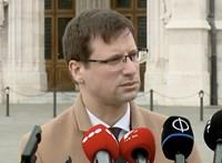 Gulyás Gergely benyújtotta a módosítót, nem veszik el a polgármesterek jogait