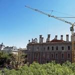 Befektetőnek adná el tulajdonrészét a leégett Andrássy úti házban az önkormányzat