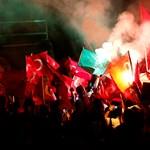 Újságírók ellen adtak ki elfogatóparancsot Törökországban