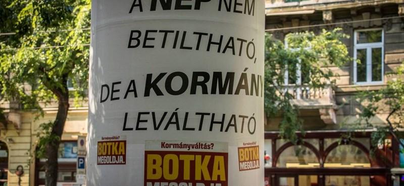 Potyautasként felugrott az MSZP a titokzatos plakátokra - fotók