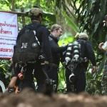 Állítólag kihozták volna a thai gyerekeket a barlangból, de túl gyengék hozzá