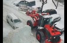 Mit kezdjen a szabálytalanul parkoló autóval a hókotró? - videó