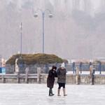 Kásás lett a jég a Balatonon