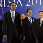 Váratlanul tárgyalt egymással Obama és a kínai kormányfő