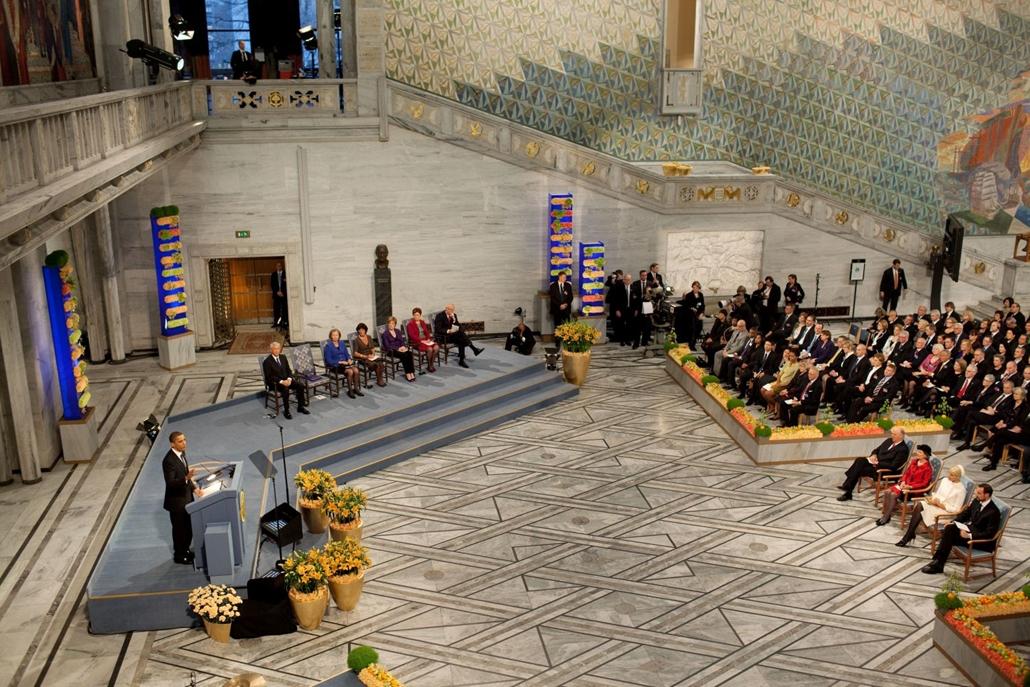 lehetőleg ne - flickrCC_! 09.12.10. Barack Obama alig kilenc hónappal beiktatása után Nobel-békedíjban részesült. Amerika 44. elnöke a díjátadó ünnepségen, az oslói Városházán. Nobel-békedíj, Oslo