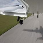 Videó: Így néz ki egy landolás, ha a pilóta leveszi a kezét a botkormányról