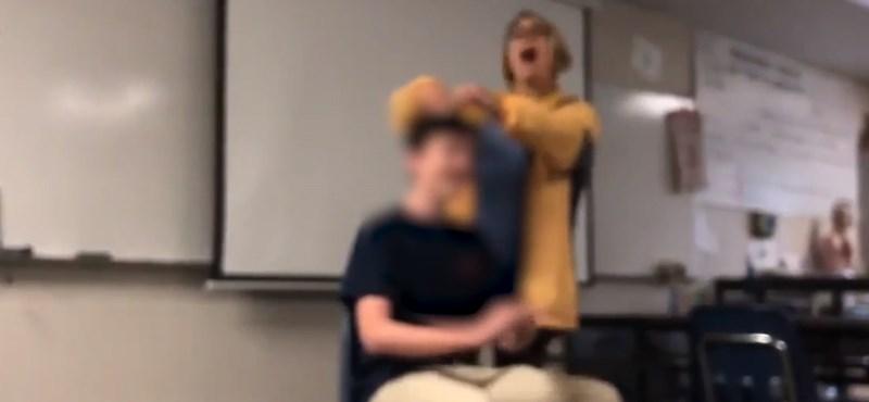 Erőszakkal vágta le a diákja haját egy kaliforniai tanárnő, miközben a himnuszt énekelte - videó