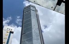 Rejtélyesen dülöngélni kezdett Kína egyik legmagasabb felhőkarcolója – videó