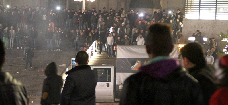 Záporoznak a kritikák a kölni rendőrségre