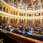 """""""Demeter Szilárd nem az új zsidó, hanem a régi náci"""" – a PIM-főigazgató miatt sorozták a Fideszt a parlamentben"""