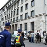 Kiürítette a rendőrség a volt MSZP-székházat