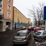 Közel 100 millió forintból ellenőriznék a parkolóőröket Óbudán