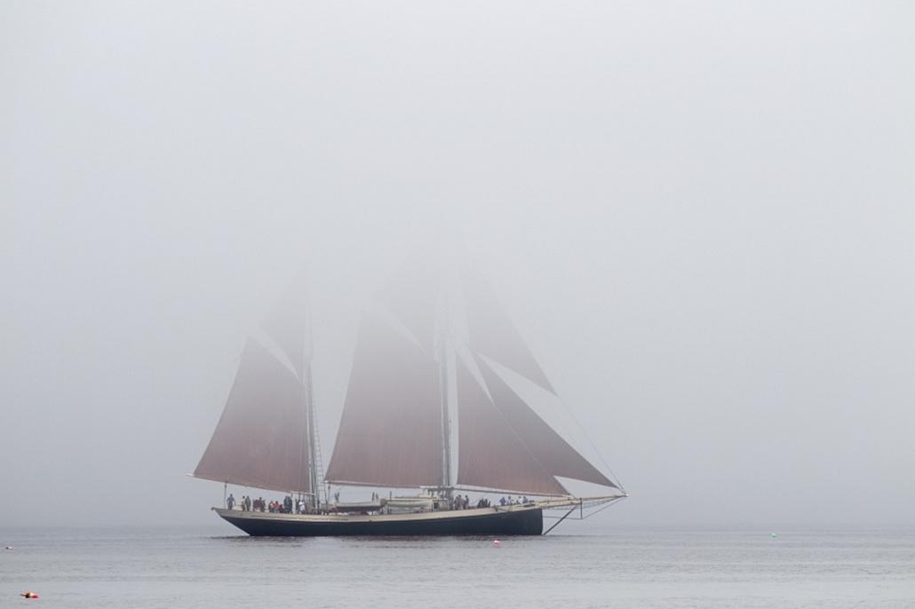 Az Angelique vitorlás Maine partjainál.