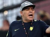 Két napja lemondott Maradona, mégis ő maradt az edző