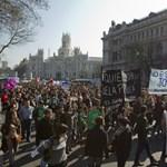 Több tízezer diák tüntetett Spanyolországban