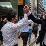 Rekordrészvétel mellett hatalmasat nyert az ellenzék Hongkongban