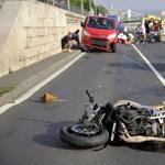 Fotók: Súlyos motorbaleset miatt zárták le reggel az alsó rakpartot