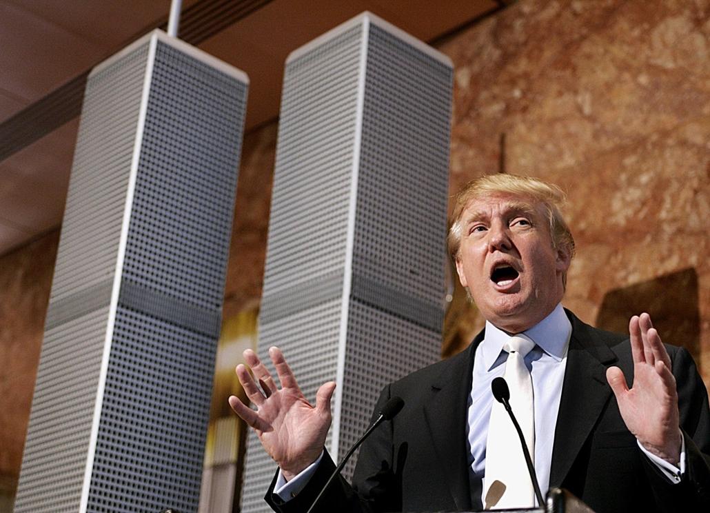 afp.05.05.18. - New York, USA: Donald Trump sajtótájékoztatója a Szabadság Torony alternatívájaként bemutatott Twin Tower II mellett 2005. májusában. - Donald Trump nagyítás