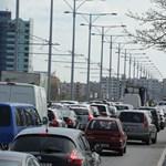 Leborult rakomány miatt állt be az Árpád hídon a közlekedés