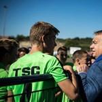 Orbán egy szerb–magyar focipárbajt nézett meg Felcsúton