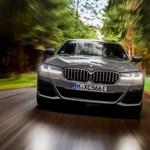 Zöld rendszám és 394 lóerő: itt az új BMW 545e