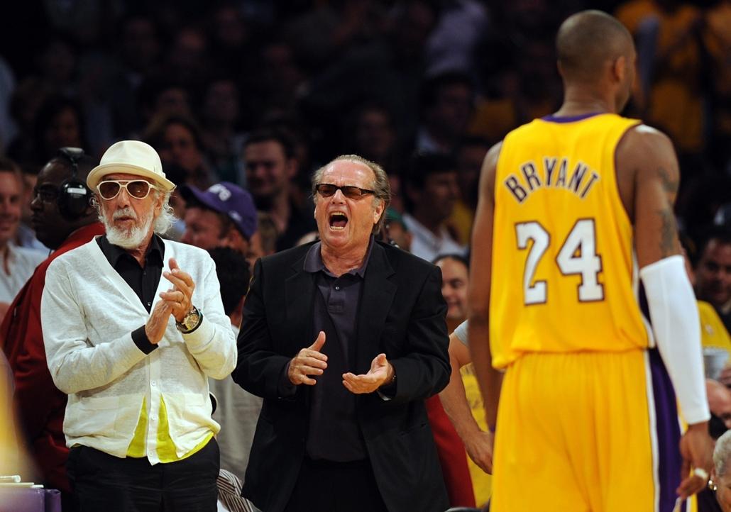 afp.08.06.12. - Los Angeles, USA: Lou Adler lemezkiadó és Jack Nicholson a 2008-as NBA-döntő mérkőzésén Kobe Bryant mögött Los Angelesben. - Jack Nicholson, nagyítás