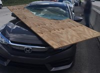 Nem Photoshop, ami ezzel az autóval történt egy autópályán