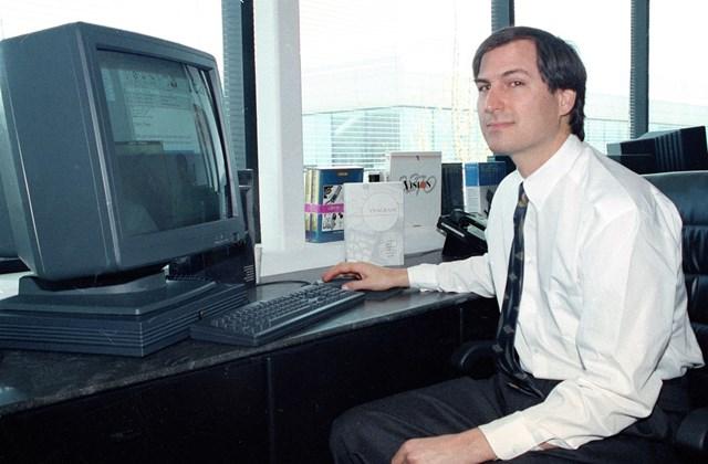 1991 - Steve Jobs a NeXT Computer NeXT gépe előtt