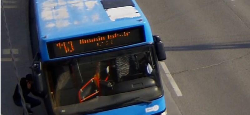 Pofátlan buszos tolvajt keresnek a Bosnyák térről – videó