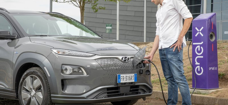 "New lightning rod with electric car chargers in Hungary ""width ="" 800 ""height ="" 370"