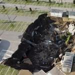 Megnyílt a föld Nápoly mellett és elnyelte egy kórház parkolóját