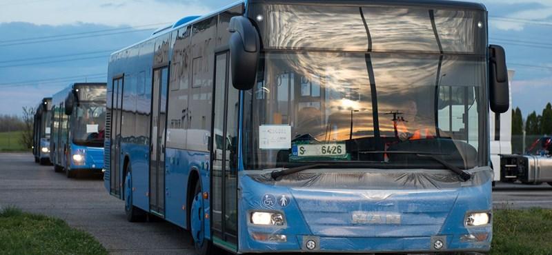 Lefóliázott BKK-buszokat kaptak le az M0-án – fotók